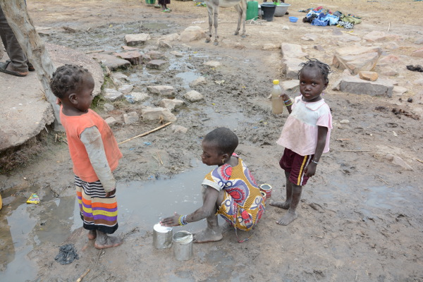 agua sucia africa niños enfermedades