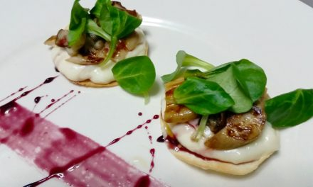 Crujiente de hongos con reducción de vino tinto