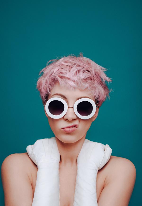 femme debutante cantante pop british