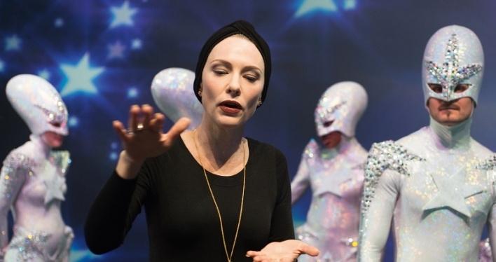 Estreno de Manifiesto con Cate Blanchett en Movistar Xtra y cines